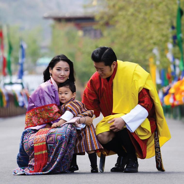 A nőre - akinek a valódi neve Dzsecün Pema -, azért ragadt rá ez a jelző, mert hasonlóan Katalin hercegnéhez, ő sem nemesi családból származik, mégis bekerült a királyi házba.