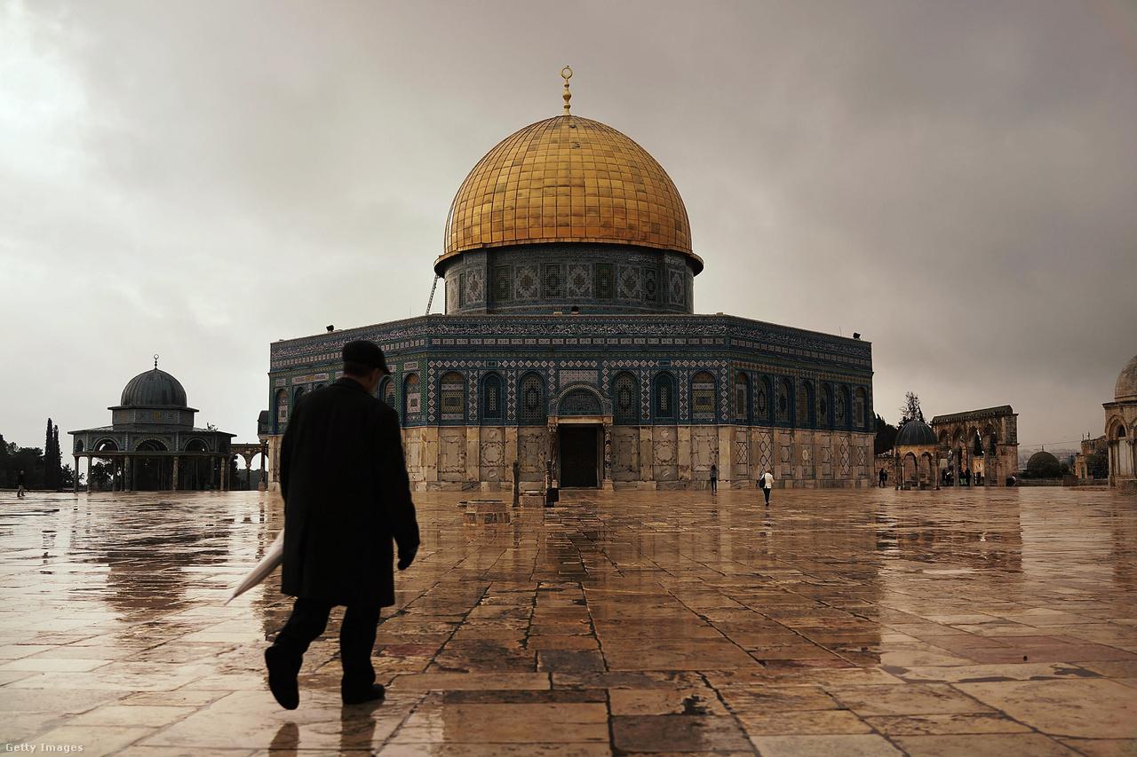 Jeruzsálemben nagyjából 850 ezren élnek, 61 százalékuk zsidó (az ultraortodoxok nagyjából 200 ezren vannak), 37 százalékuk arab. A palesztinok közül többen olyan családból származnak, amik már évszázadok óta itt éltek.