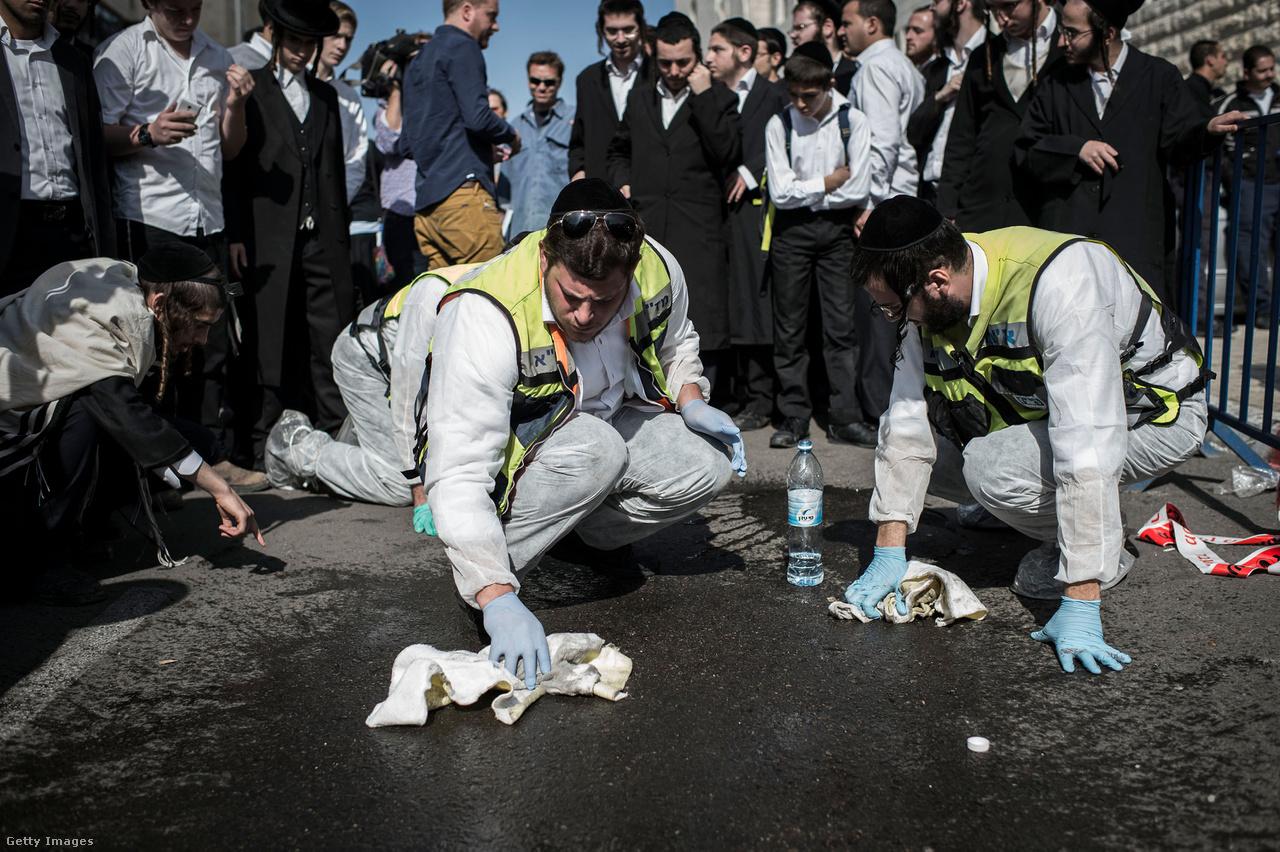 A feszültségek azóta többször is erőszakba torkolltak. Ahogy 2000-ben Sárón látogatásánál, úgy 2015 szeptemberében megint a jeruzsálemi Templomhegy körüli vita volt a zavargások, és késes támadások közvetlen kiváltó oka.