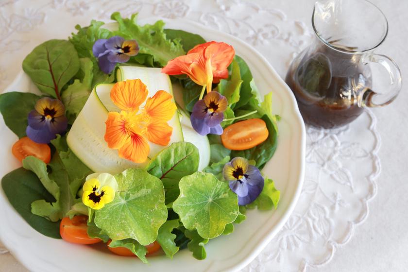 Az ehető virágszirmok és -kivonatok az ételekben és az italokban is helyet kapnak. Az ibolya, a bodza, a hibiszkusz vagy az árvácska ráadásul nemcsak szép, de jótékony hatással is van a szervezetre.
