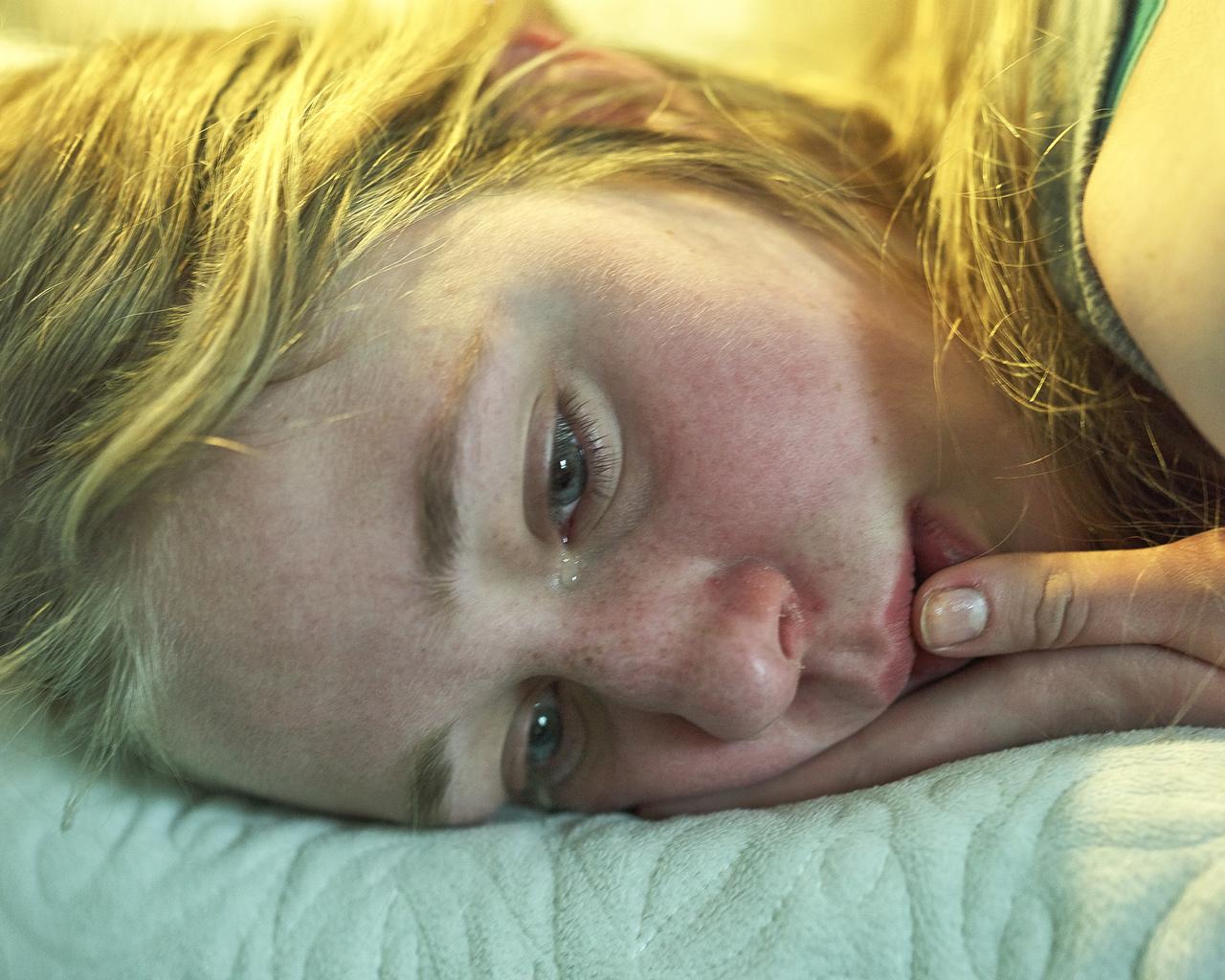 Anna Grzelewska azzal a szándékkal készített képeket egy fiatal lányról, hogy elkapja azt a pillanatot, amikor felnőtt lesz belőle. (Julia Wannabe, 2010-2016)
