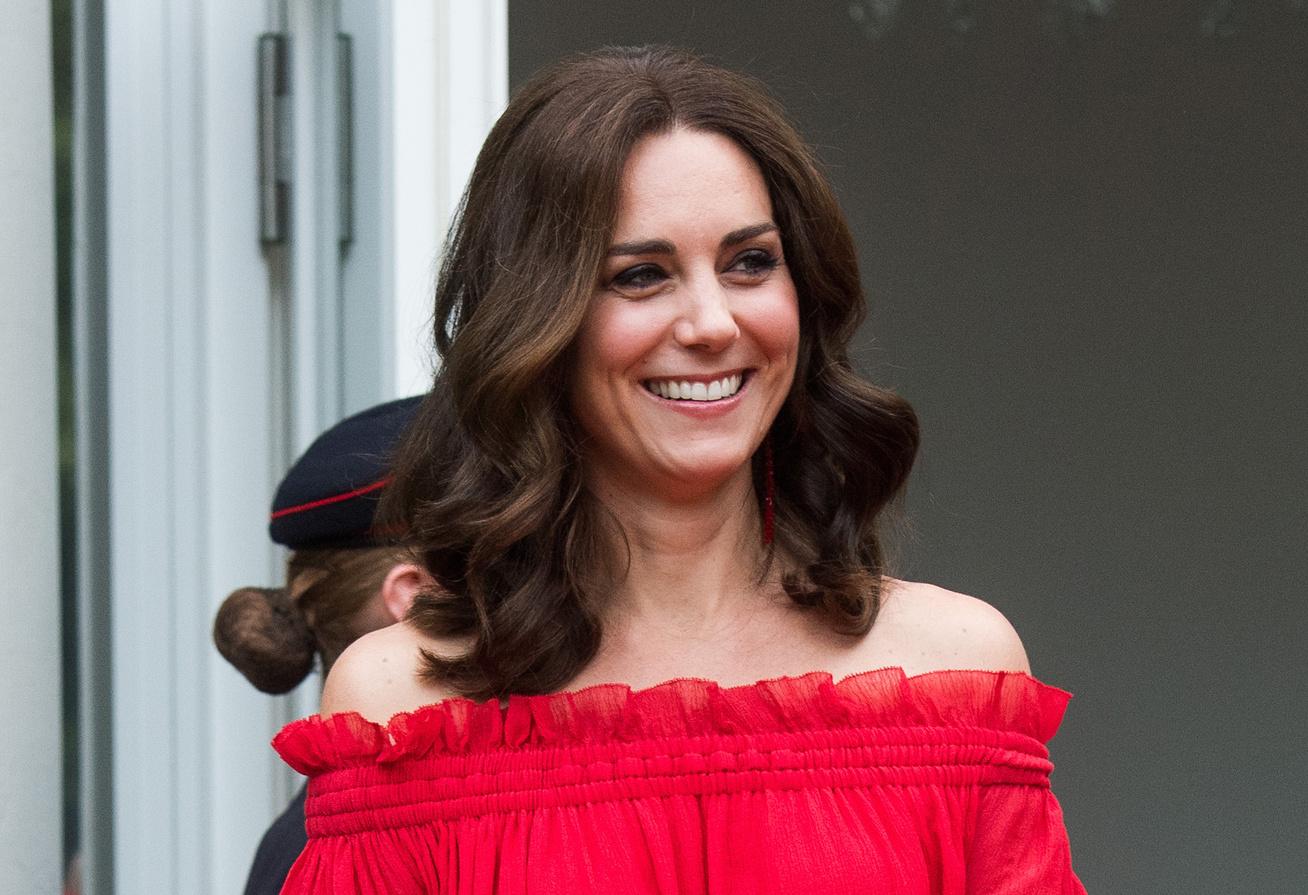katalin-hercegne-piros-goat-ruha-cover