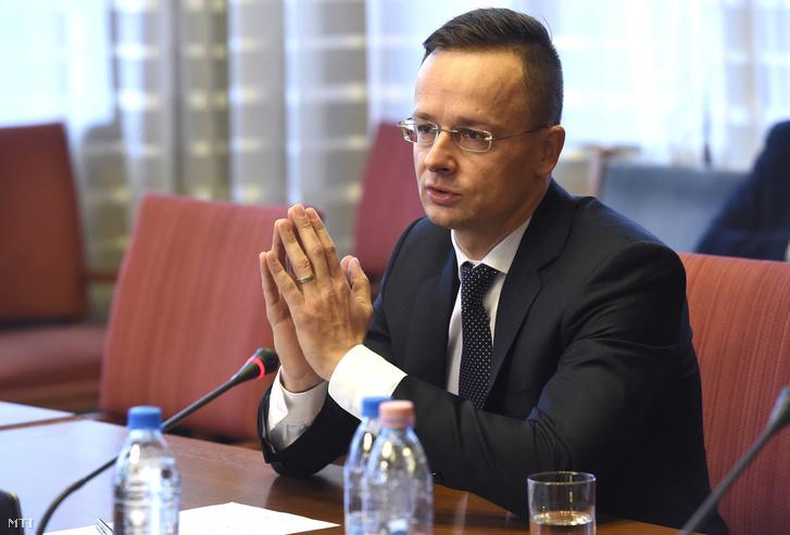 Szijjártó Péter külgazdasági és külügyminiszter beszél meghallgatásán az Országgyűlés európai ügyek bizottságának ülésén a Parlament Nagy Imre termében 2017. december 4-én.