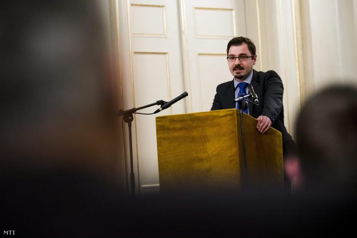 Szánthó Miklós az Alapjogokért Központ vezető elemzője felszólal az emberi jogok világnapja alkalmából rendezett konferencián a Polgári Magyarországért Alapítvány és a Hanns Seidel Alapítvány rendezvényén a Petőfi Irodalmi Múzeumban 2015. december 10-én.