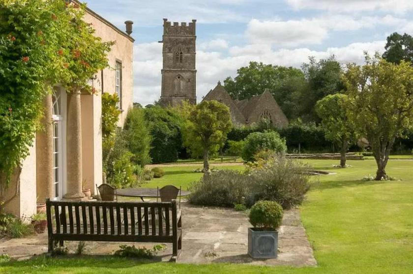 A hatszáz főt számláló faluban található ház története sokáig visszanyúlik az időben, a világ mégis Bennet-házként ismeri.