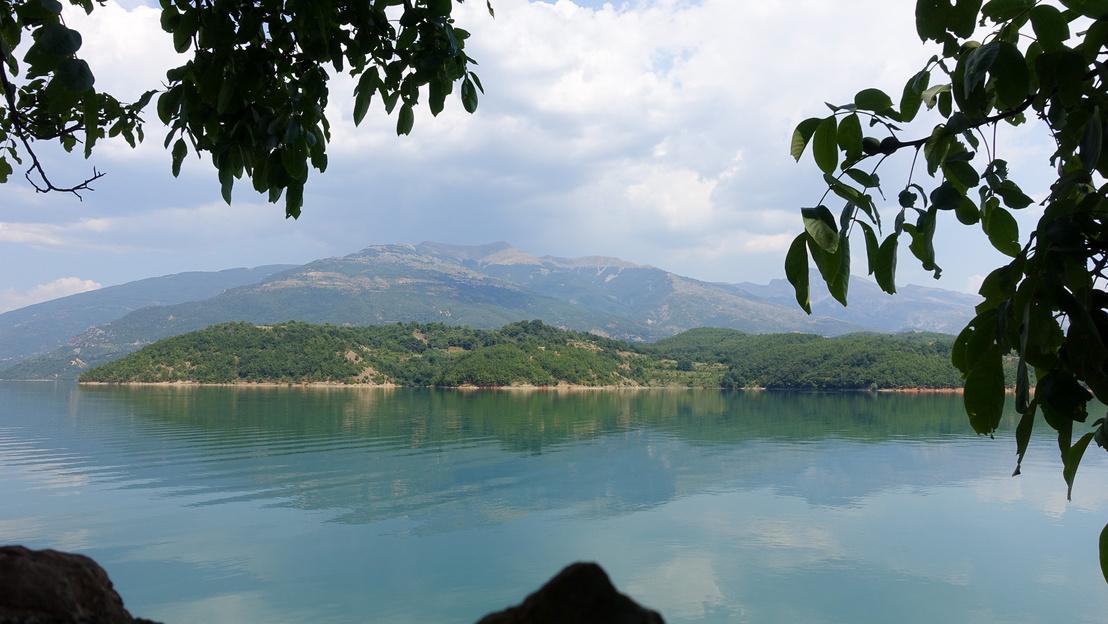 Jó étterem, jó kilátás, magasélet a Debar-tó partján