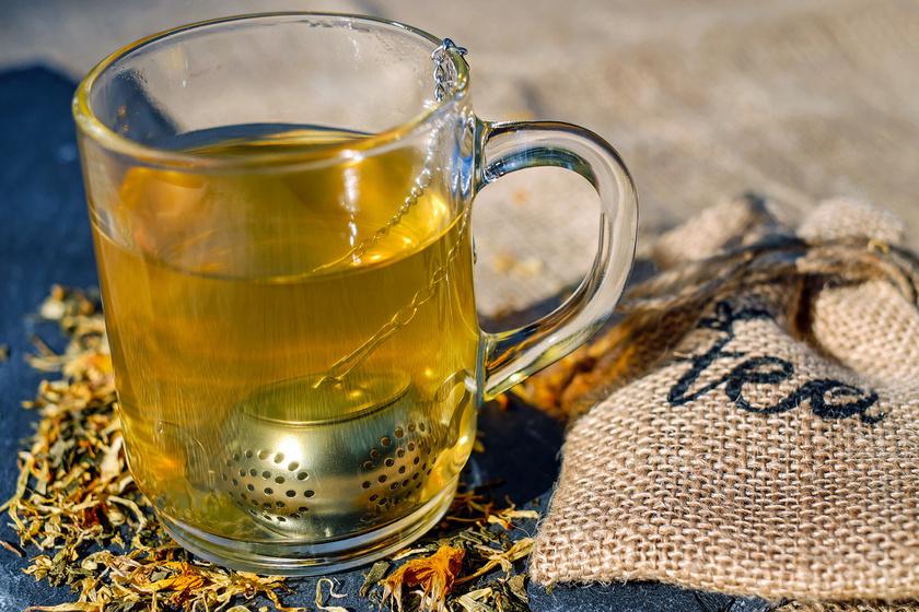 Amikor a beteg állapota javulásnak indul, szépen lassan megkezdhető a normál étrendre való áttérés. A cukros tea többnyire az első lépés, amit, ha a beteg szervezete befogad, át lehet térni szilárd ételekre.