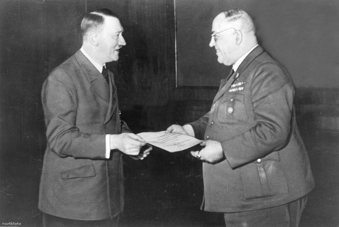 Dr. Theodor Morell és Adolf Hitler 1944-ben