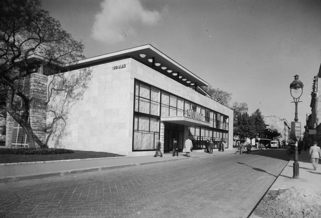 Nyíri István Erzsébet téri buszpályaudvara 1949-ben. Akkoriban épp Sztálin térnek hívták a helyet