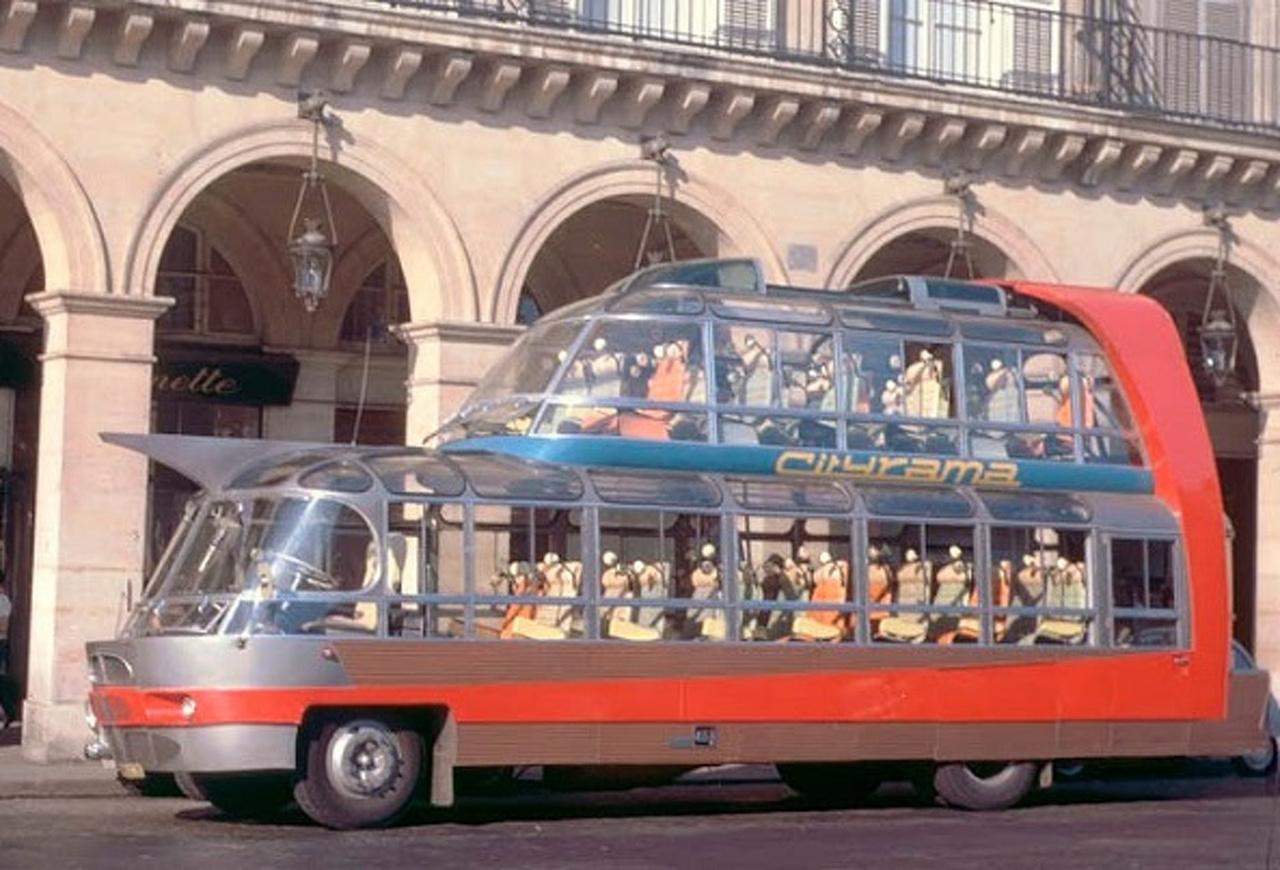 A Groupe Cityrama, azaz a párizsi városnéző buszok üzemeltetője 1952-ben rendelt a francia Currus karosszálótól egy futurisztikus városnéző buszt, amely a Citroën U55-ös alvázára épült. Az érdekes, csupa üveg busz 1954-ben állt forgalomba, és akkora sikert aratott, hogy újabb ötöt rendelt a Cityrama. Az U55-ösök több francia filmben is szerepeltek, és a hatvanas évek végéig forgalomban voltak.