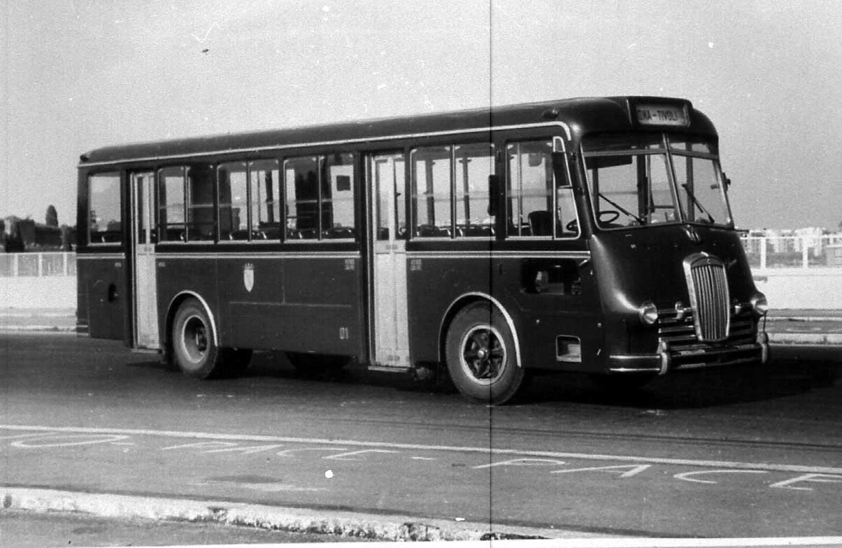 A Lancia az Esatau teherautó-alvázra gyártotta az Esatau V.11 buszait, amelyekből 220 városi (Rómának) és tíz jól felszerelt Extra a Róma-Tivoli járatra készült 1951 és 1959 között. A padló alatti motoros járművek különlegessége, hogy a vezetőtér és utasajtók is a busz jobb oldalán találhatóak. A járművek egészen a hetvenes évek végéig forgalomban voltak Rómában.