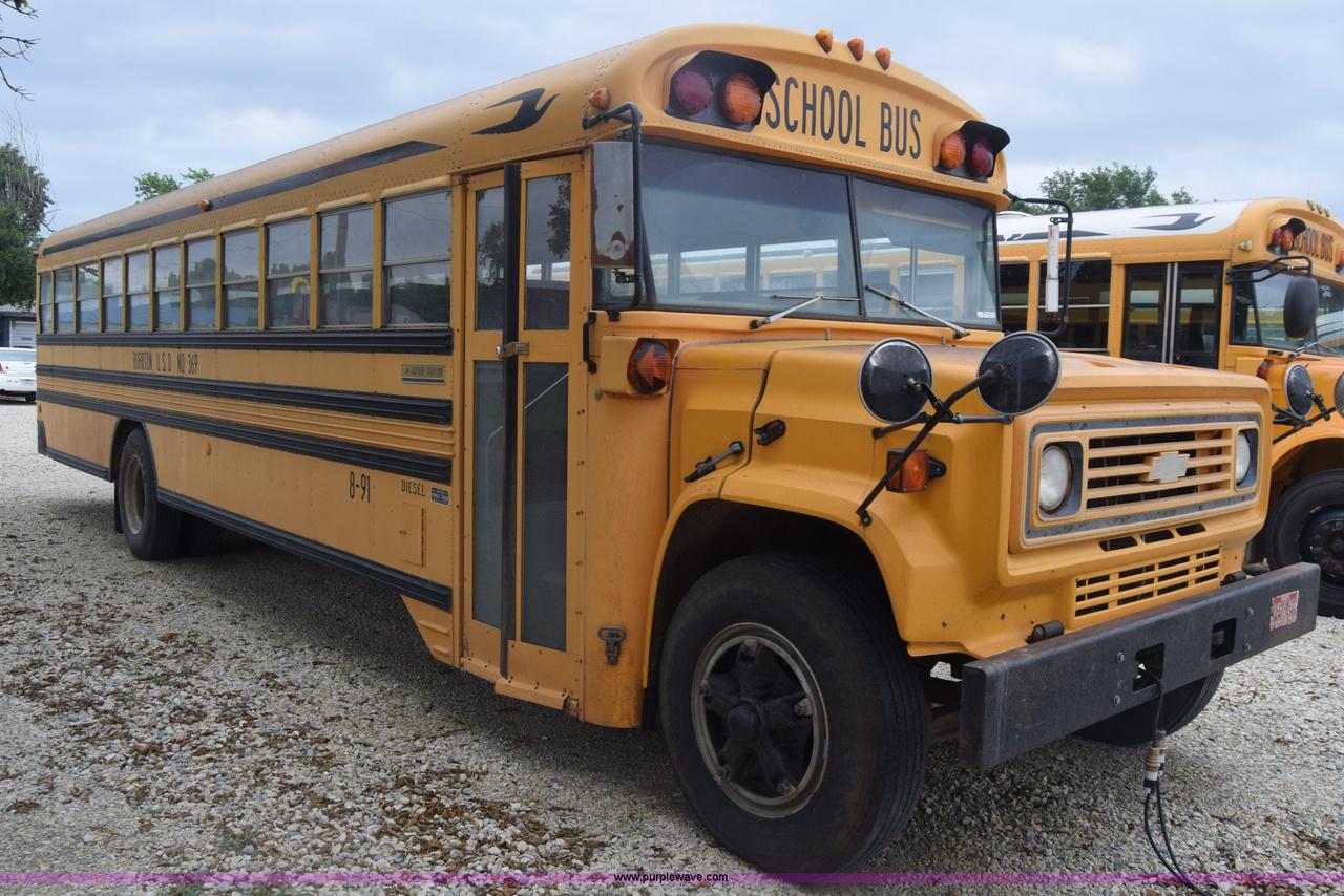 A Chevrolet B széria a GMC átalakított, az iskolabuszokhoz szánt teherautó alvázára épült. A B szériás iskolabuszok sorozatgyártását 1966-ban kezdte a Blue Bird felépítménygyártó, és három generáció után, 2003-ban fejezte be a sorozat gyártását. A hollywoodi filmeknek köszönhetően világszerte ismertté vált a típus, hiszen a B széria lett a klasszikus iskolabuszok megtestesítője.