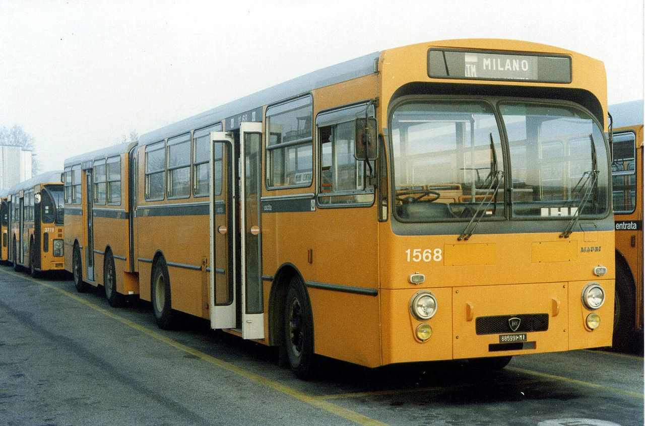 A Lancia is gyártatott autóbusz-felépítményeket a saját alvázaira. Az Esagamma 703-asokat a Mauri nevű cég karosszálta 1973 és 1980 között. Különlegessége ezeknek a csuklós buszoknak, hogy négy tengelyük volt, egyben ezek voltak az első alumínium karosszériás, Olaszországban gyártott autóbuszok.