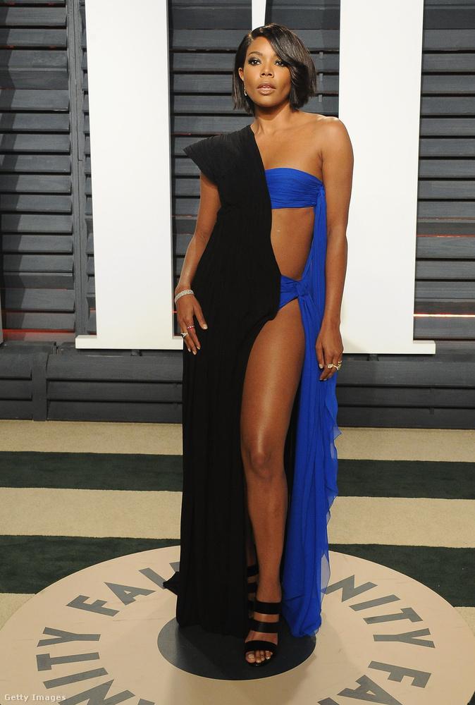Gabrielle Union felemás ruhában érkezett az idei Vanity Fair Oscar bulira.