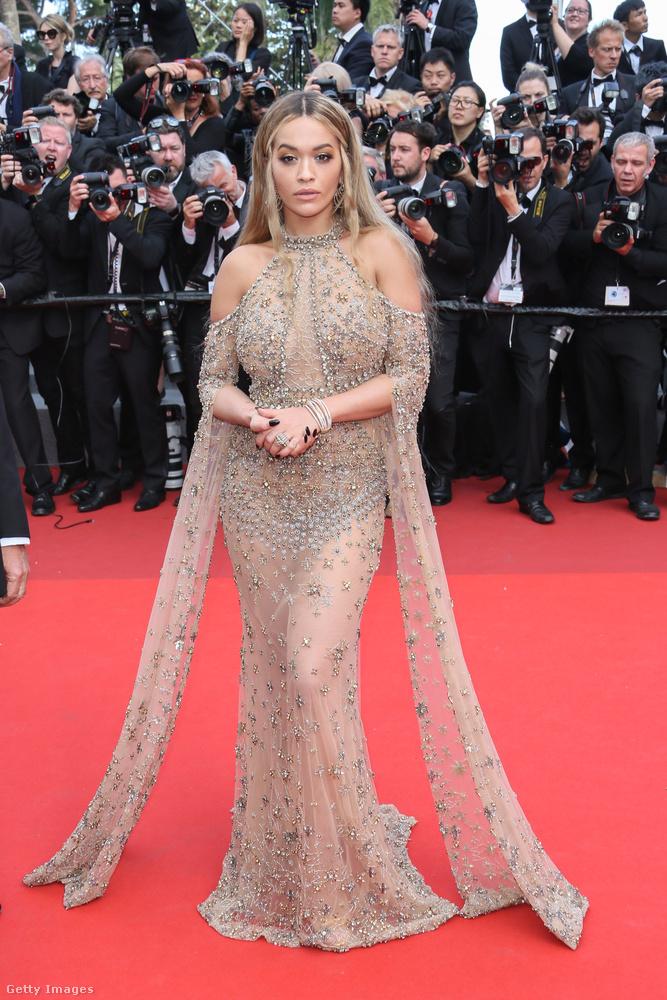 Hollywoodi dívának öltözött Rita Ora a Cannes-i filmfesztiválon.