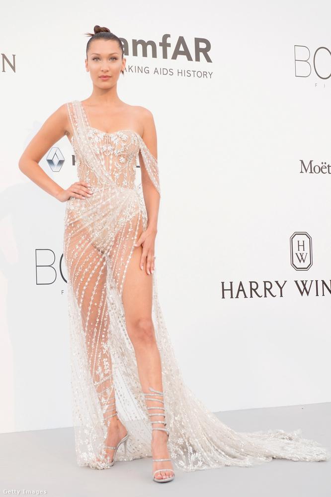 Bella Hadid Cannesban viselte ezt a kövekkel kirakott Ralph & Russo ruhát.