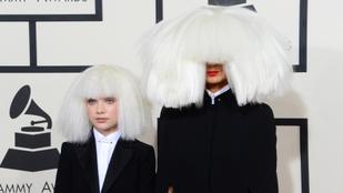 Sia egyáltalán nem használja ki a klipjeiben szereplő kislányt