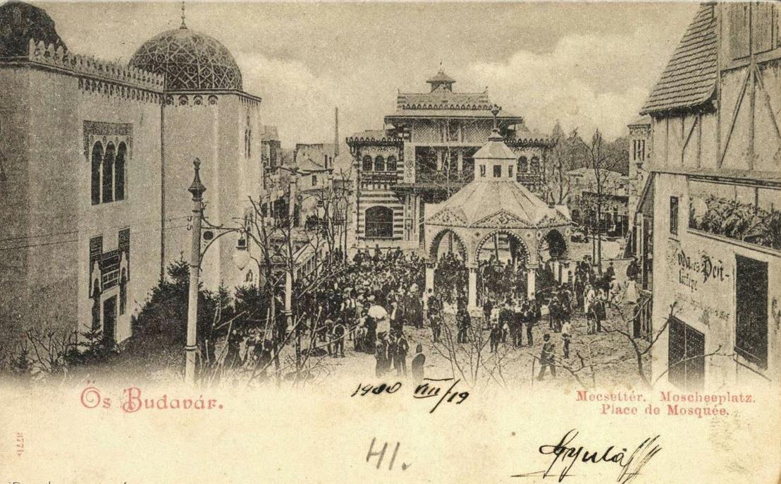 A Mecset tér a millenniumra épült Ősbudavárában, egy 1900-as képeslapon