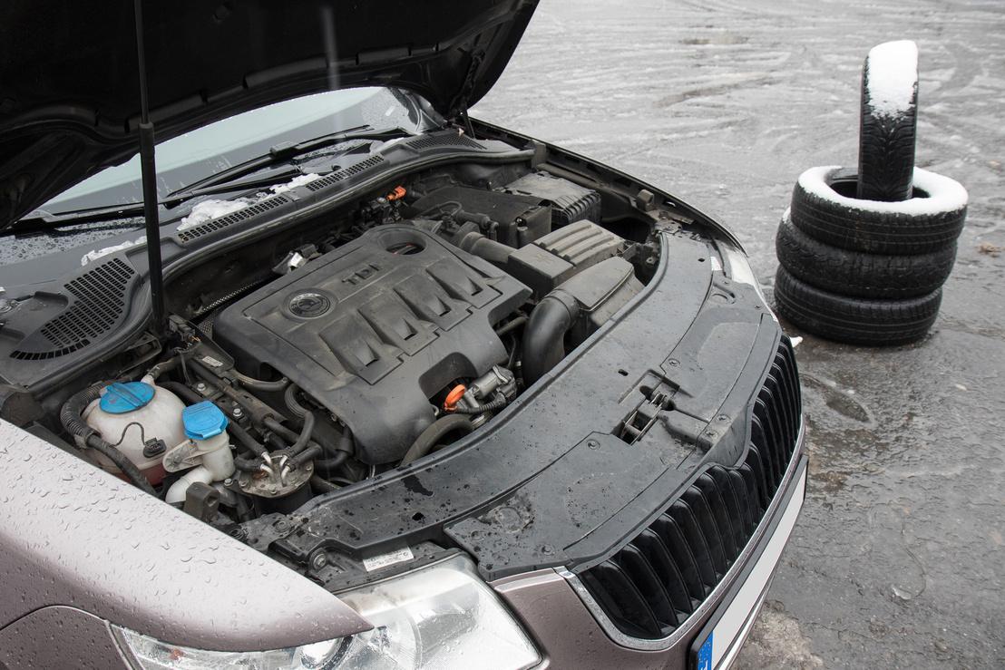 Nézzék csak, mennyire hátul kezdődik a motor mondjuk az első rendszámhoz képest