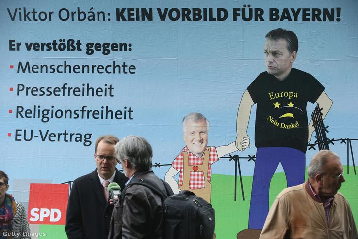 """A Német Szociáldemokrata Párt (SDP) Orbán-ellenes plakátja: """"Orbán Viktor nem példa Bajorországnak. Megsérti az emberi jogokat, a sajtószabadságot, a vallásszabadságot és az EU-alapszerződést."""""""