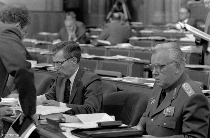 Horn Gyula a parlamentben 1990-ben