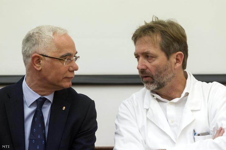 Balog Zoltán emberierõforrás-miniszter és Lang György a Semmelweis Egyetem mellkassebészeti klinikájának vezetője