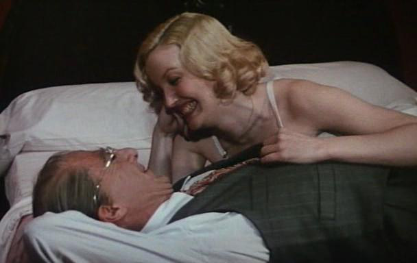Dustin Hoffman és Kathryn Rossetter amerikai színésznő Az ügynök halála című filmben