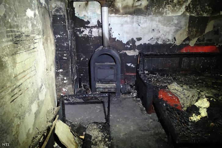 Kiégett szoba a fülöpszállási házban