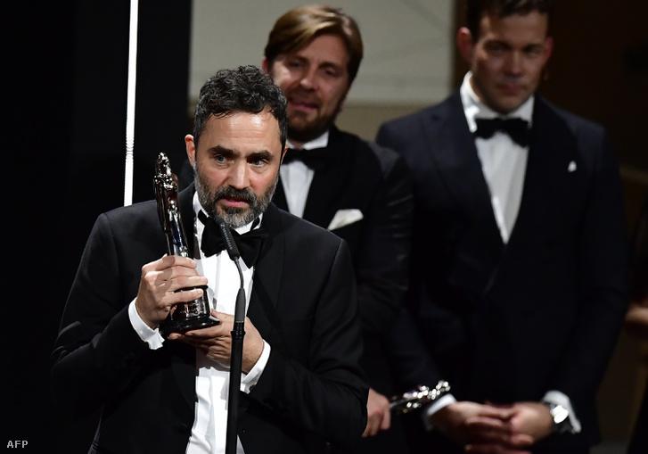 Erik Hemmendorf scéd producer köszöni meg a díjakat, amit A négyzetért kaptak