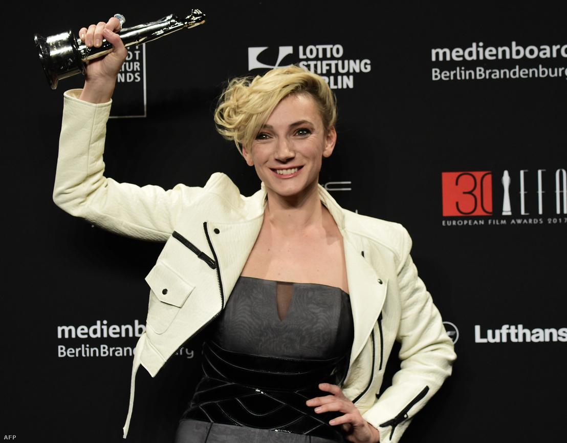 Borbély Alexandra a díjkiosztó utáni fotózáson