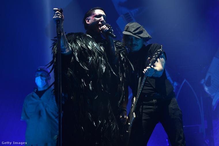 És akkor térjünk vissza a múlt éjjelhez, ez a kép is most a Wembley-ben készült a koncerten