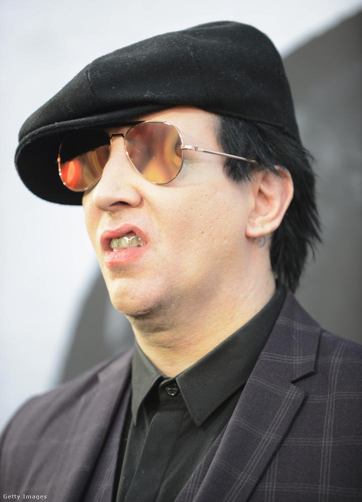 Ez a kép még májusban készült a '90-es években híressé vált rocksztárról egy filmpremieren