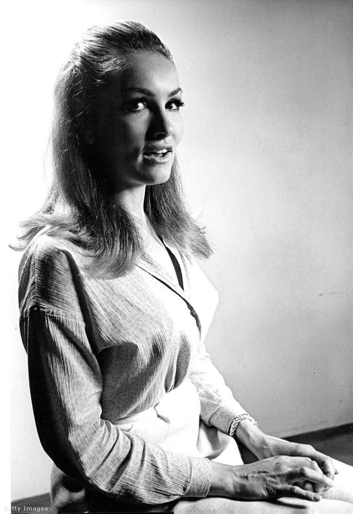 Ezen az 1968-ban készült fotón, az akkor 35 éves Julie Newmart láthatja, akit talán így nem ismerne fel elsőre