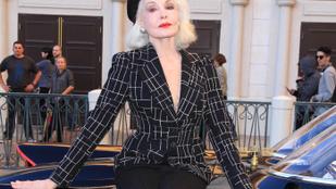84 évesen is hihetetlenül jól néz ki az eredeti Macskanő