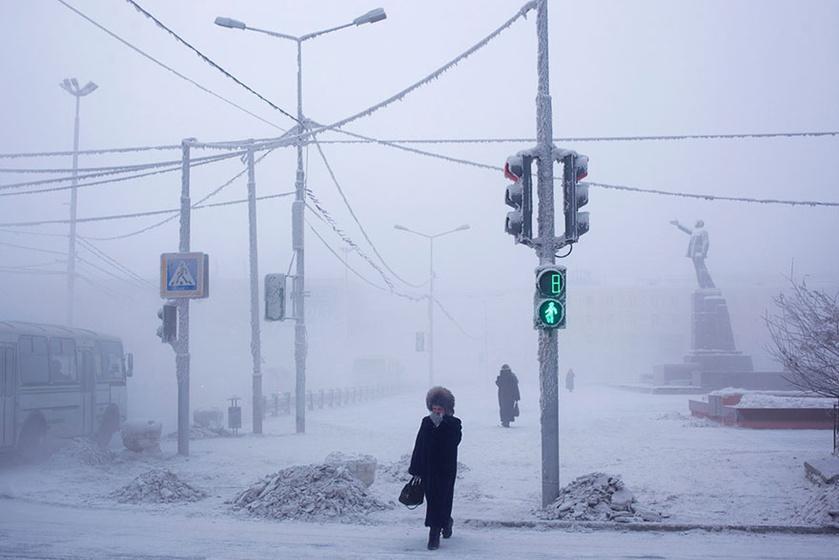 Oroszország, sőt, a Föld leghidegebb települése Ojmjakon, ahol mínusz 67 fokot is mértek már. Érdekessége, hogy a hőingás szélsőséges, volt, hogy a nyári legmelegebb és a téli leghidegebb hőmérséklet között 100 fok volt a különbség.