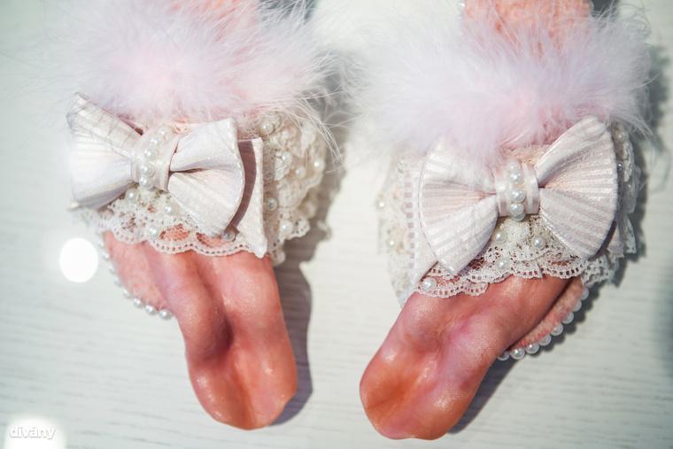 Vajon mitől cipő egy cipő? Attól, hogy hordható? A Műcsarnok Kamaratermében látható, Shoe Magic, magyarul Cipőmágia című kiállítás alkotói szerint biztos nem
