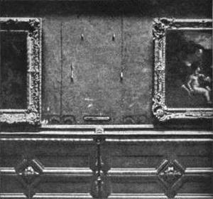 A Mona Lisa hűlt helye a Louvre-ben