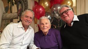 Kirk Douglas 101 éves lett, a fia pedig menő fotókat posztolt a születésnapjáról