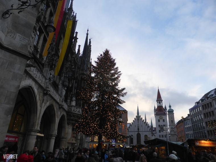 Üdvözöljük önt! Ezek a képek Münchenben készültek most decemberben, ahol rengeteg karácsonyi vásárba fut bele az ember így az adventi időszakban, ha a belvárosban mászkál