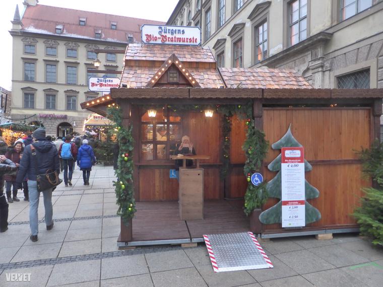A térség kedvenc ételéből, a Bratwurstból szintén van bioverzió Münchenben (meg nyilván a világ rengeteg más karácsonyi vásárában is).
