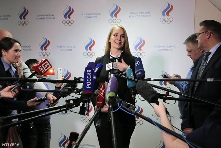 Az Orosz Olimpiai Bizottságban (OKR) a sportolókat képviselõ Szofija Velikaja nyilatkozik a sajtónak az OKR ülése után Moszkvában 2017. december 11-én. Velikaja szerint a kvótát szerzett orosz sportolók mindegyike szeretne indulni a phjongcshangi téli olimpián.