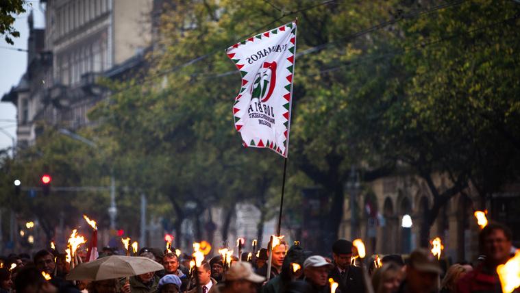 Az LMP és a Momentum is kint lesz a Jobbik pénteki tüntetésén