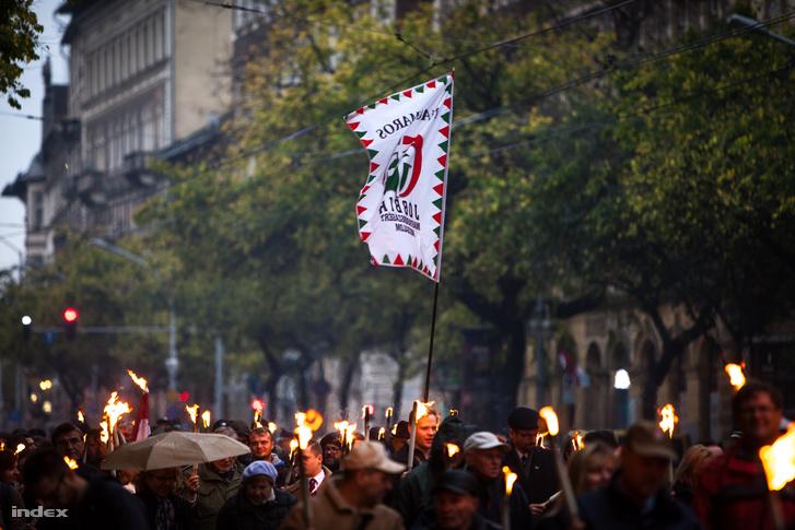 A Jobik fáklyás felvonulása 2017 október 23-án