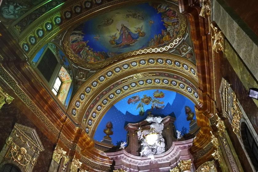 A nagyváradi római katolikus székesegyház freskója.