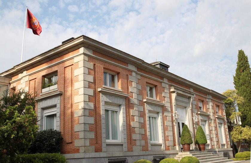 Fülöp és Letícia hivatalos rezidenciája a Zarzuela-palota, mely Madridon kívül található. A királyi épület nagy múltra tekint vissza, az 1700-as évek végén egy vadászházból alakították ki.