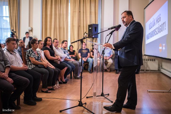 Pócs János egy lakossági fórumon Jászberényben 2016-ban