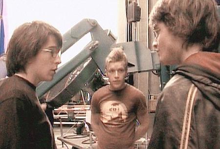 David Holmes (a bal oldalon) és Daniel Radcliffe a Harry Potter és a Tűz Serlege forgatásán