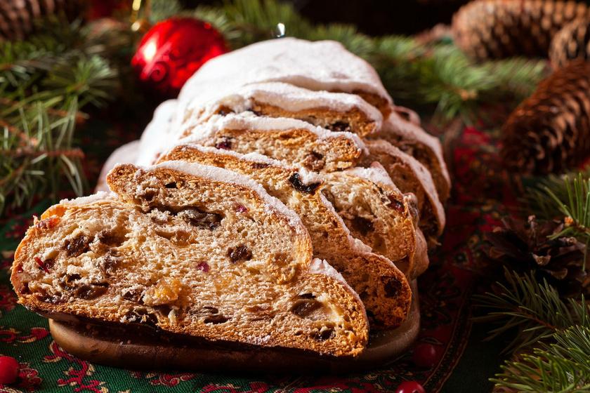 Több ország karácsonyi kedvence az omlós, gazdag gyümölcskenyér. Egyes helyeken a kelt tésztás változat terjedt el, ám választhatod az egyszerűbb, sütőporos megoldást is. A kandírozott és aszalt gyümölcsök mellett magvakat és csokit is keverhetsz a tésztába.