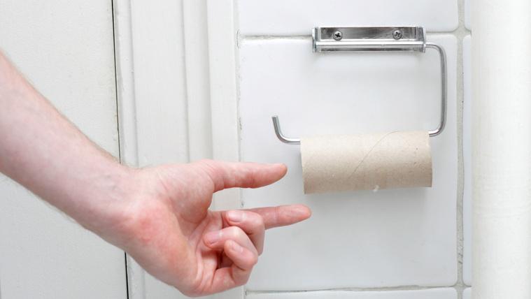 Eldőlt a vita, hogy milyen irányban kell feltenni a vécépapír gurigáját