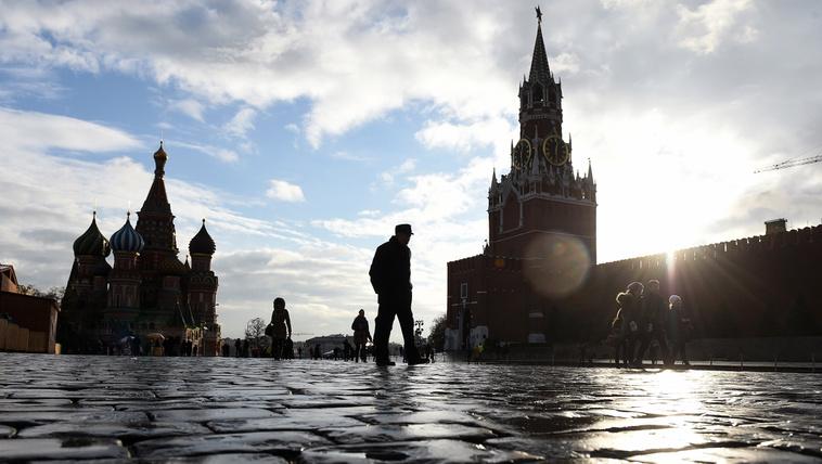 Az összeesküvés-elmélet lett Putyin legfőbb szövetségese